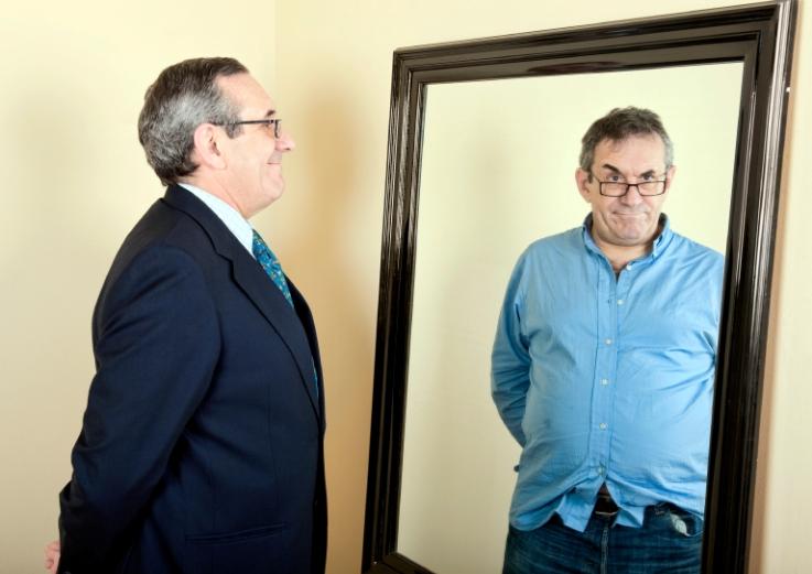 Hombre-en-el-espejo